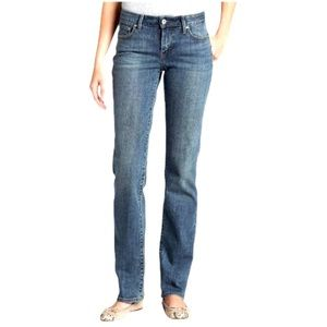 Levi's • Bold Curve Classic Rise Straight Jeans 26